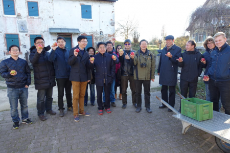 Chinesische Kollegen zu Besuch auf der Straßenmühle